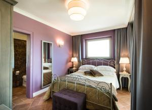 A bed or beds in a room at Altarocca Wine Resort