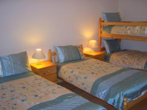 A bed or beds in a room at Valley Lodge Farm Hostel