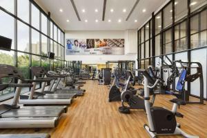 Фитнес-центр и/или тренажеры в Ramada Hotel & Suites by Wyndham Ajman