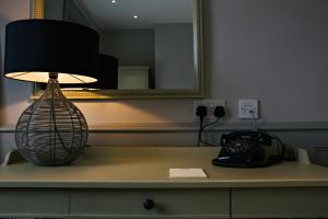 A kitchen or kitchenette at Houndgate Townhouse