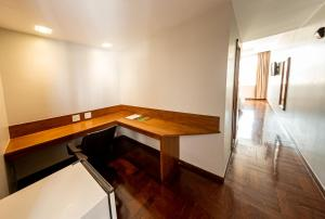 A television and/or entertainment center at Serrano Residencial Hotel