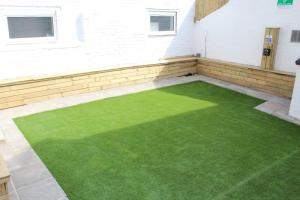 The swimming pool at or close to Backpackers Blackpool - Family friendly