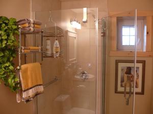 A bathroom at Fiddlerslake B&B and Apartment