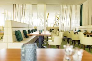 Ein Restaurant oder anderes Speiselokal in der Unterkunft Spa Resort Styria- ADULTS ONLY