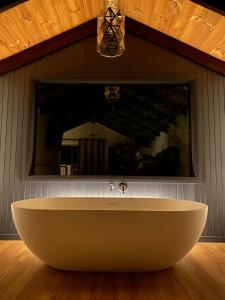 A bathroom at William Bay Cottages