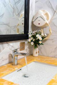 A bathroom at Little Charm Hanoi Hostel - Homestay