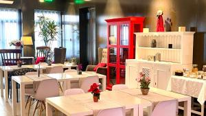 A restaurant or other place to eat at Arc My Otel