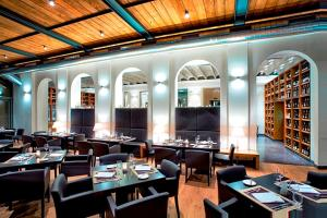 Ein Restaurant oder anderes Speiselokal in der Unterkunft Hotel Albrecht