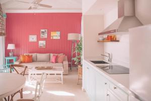 Virtuve vai virtuves zona naktsmītnē Boardwalk Boutique Hotel Aruba