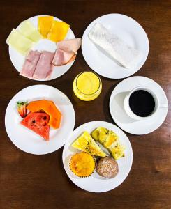 Breakfast options available to guests at Hotel Acalanto
