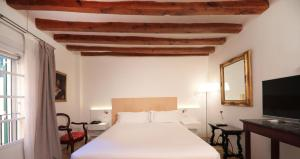 A bed or beds in a room at AH Art Hotel Palma