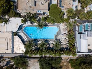 Vue sur la piscine de l'établissement Meltemi Village Hotel ou sur une piscine à proximité