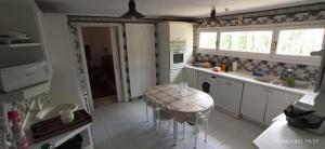 Una cocina o zona de cocina en casa chalet El Sotillo