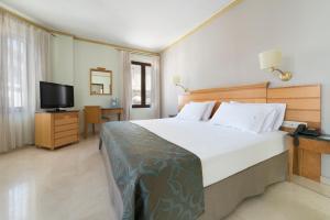Cama o camas de una habitación en Eurostars Maimonides