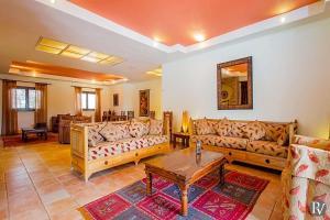 A seating area at Carvoeiro Villa Sleeps 14 Pool Air Con WiFi