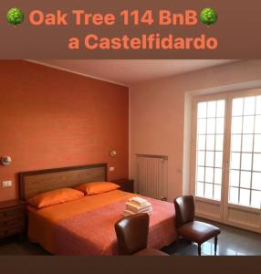 A bed or beds in a room at OAK TREE 114 BnB