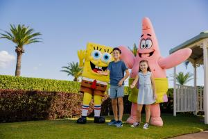 A family staying at Sea World Resort
