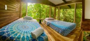 A bed or beds in a room at Guest House Pura Vida