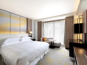 A bed or beds in a room at Sheraton Miyako Hotel Tokyo