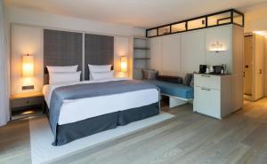 A bed or beds in a room at Parkhotel Egerner Höfe