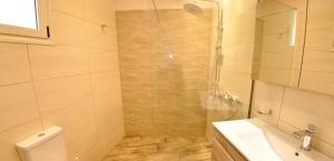 A bathroom at Dina's Paradise