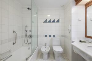 Łazienka w obiekcie Leptos Panorama Hotel