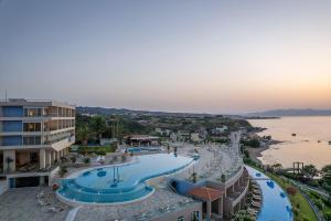 Widok na basen w obiekcie Leptos Panorama Hotel lub jego pobliżu