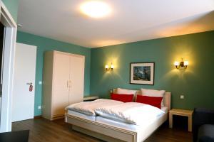 Ein Bett oder Betten in einem Zimmer der Unterkunft Hotel Markgräfler Hof
