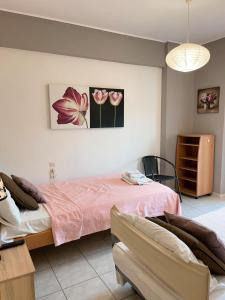 A bed or beds in a room at MPOZA APPARTMENTS