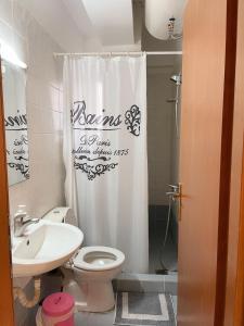 A bathroom at MPOZA APPARTMENTS