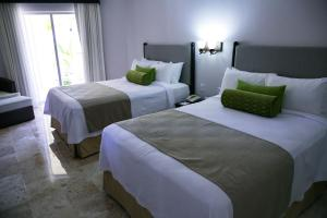 A bed or beds in a room at Hotel Casa Maya