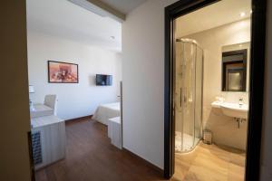 A bathroom at Hotel della Signoria