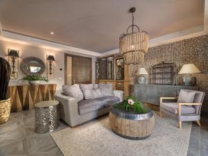 Hall ou réception de l'établissement Royal River & Spa, Luxury Hotel