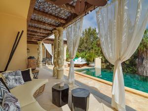 Piscine de l'établissement Royal River & Spa, Luxury Hotel ou située à proximité