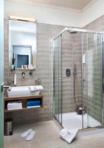 A bathroom at Hotel Central Basilica