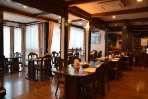 A restaurant or other place to eat at Hotel Sejour Mint