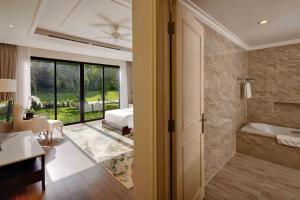 A bathroom at Vinpearl Discovery Sealink Nha Trang