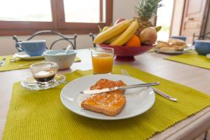 Breakfast options available to guests at Giaco's Rooms
