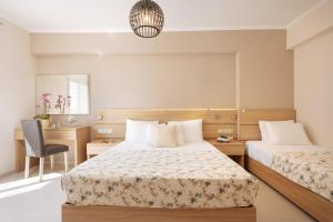 A bed or beds in a room at Lamon Hotel