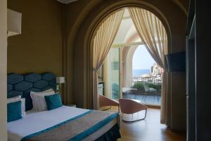 A bed or beds in a room at Grand Hotel Portovenere