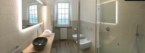 A bathroom at OAK TREE 114 BnB