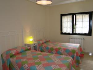 Cama o camas de una habitación en Apartamentos El Pinedo