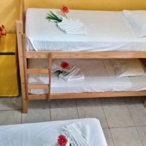 Uma ou mais camas em beliche em um quarto em Pousada Samarkanda
