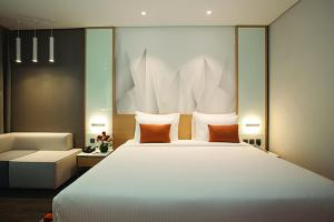 A bed or beds in a room at Flora Inn Hotel Dubai Airport
