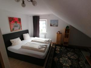 Ein Bett oder Betten in einem Zimmer der Unterkunft Zimmer in Kaiserslautern