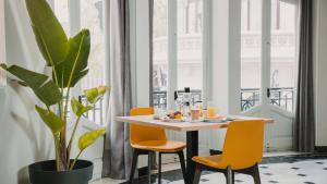 Een restaurant of ander eetgelegenheid bij One Shot Palacio Reina Victoria 04