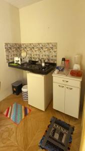 A kitchen or kitchenette at Chalezinho Morito