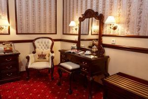 A seating area at Hotel Villa Achenbach