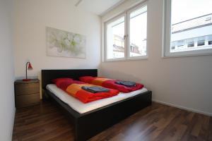 Ein Bett oder Betten in einem Zimmer der Unterkunft HITrental Badenerstrasse Apartments