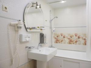 A bathroom at Mayak Hotel